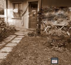 Piano di conca in esclusiva - da ristrutturare:  appartamento indipendente con piccolo giardino