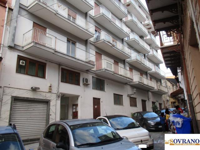 Carini: ampio e panoramico appartamento 4° piano