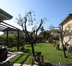 Semindipendente con ampio giardino a fossone rif 3800